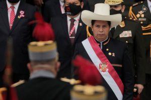 """Pedro Castillo juró como presidente del Perú: """"Gobernar con el pueblo y para el pueblo"""""""