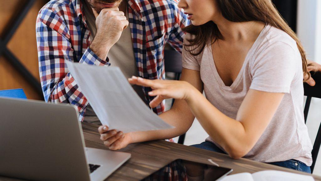 """Tus Finanzas Familiares: ¿Qué es la """"infidelidad financiera"""" y cómo puede afectar una relación de pareja?"""