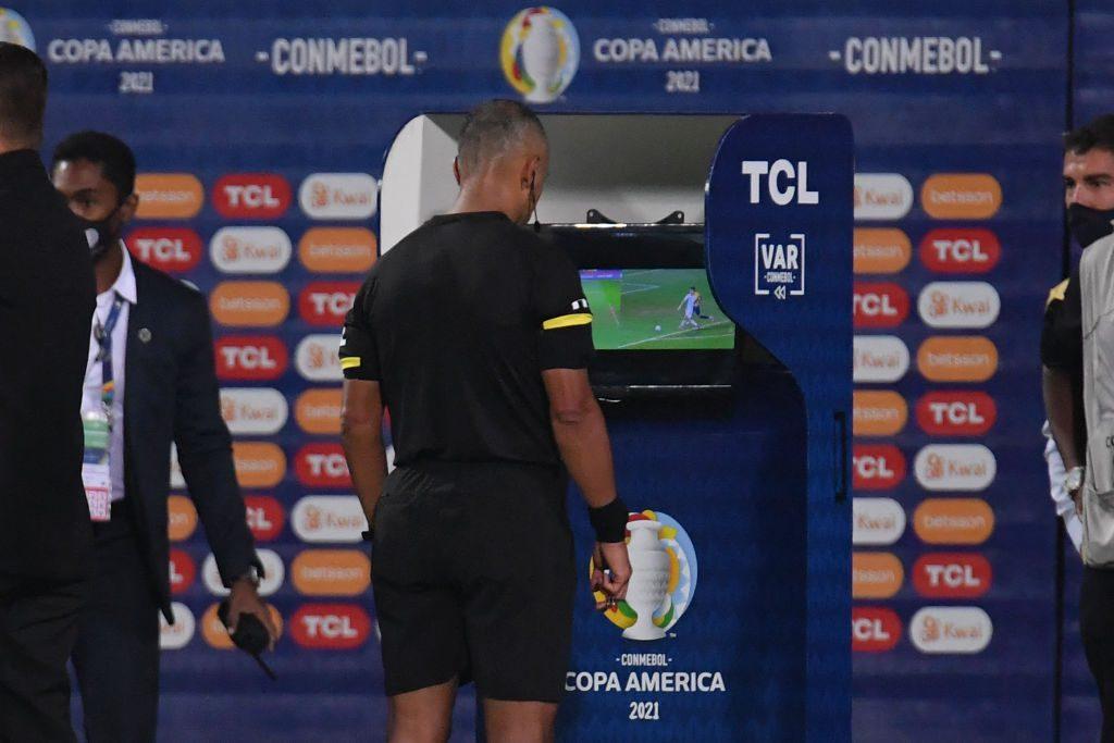 """Asesor FIFA por errores del VAR en Copa Libertadores: """"Los árbitros están pagando porque no tienen el conocimiento ni la capacitación"""""""