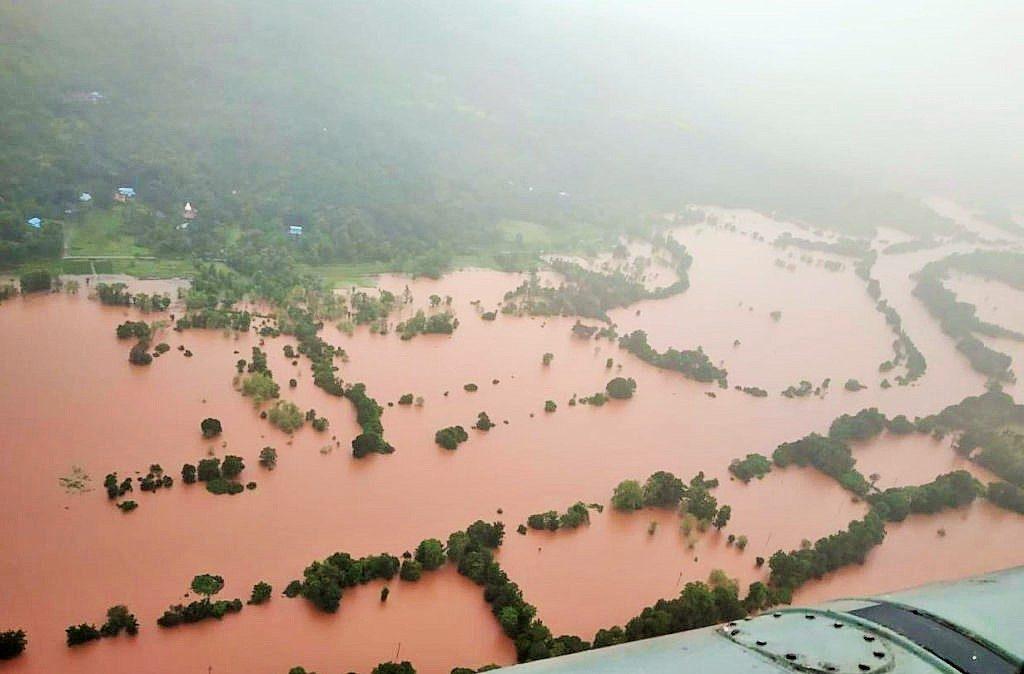 Al menos 76 personas muertas y 59 desaparecidas por fuertes lluvias en India