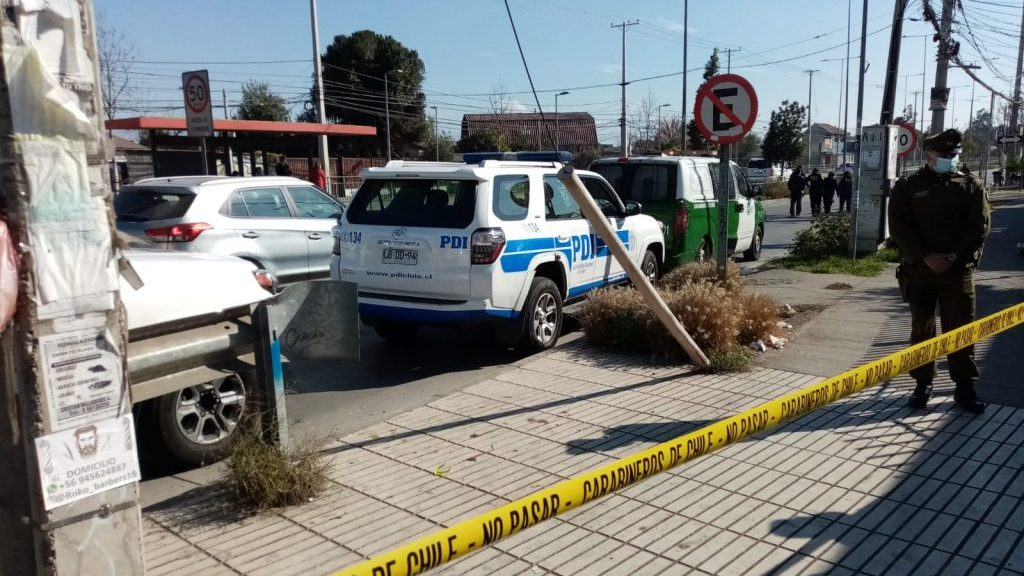 Hombre fue encontrado muerto al interior  de un automóvil en Estación Central