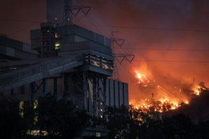 Incendio forestal obligó a evacuar una central térmica en Turquía