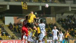 Coquimbo Unido sigue siendo el exclusivo líder de la Primera B tras igualar ante Santa Cruz en el Sánchez Rumoroso