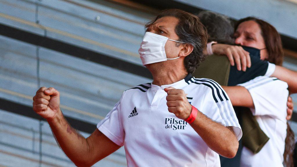 """Aníbal Mosa desea que Gustavo Quinteros siga a toda costa en Colo Colo: """"Esperamos pronto tenerlo renovado"""""""
