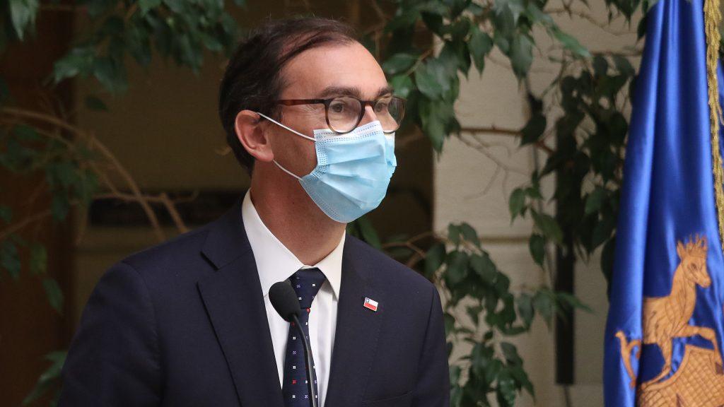 """Ministro Raúl Figueroa: """"La mayor seguridad que brinda la vacuna permite actualizar los protocolos"""" para colegios y jardines infantiles"""