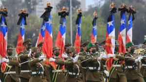 GALERÍA | Con mascarillas y homenajes: las postales que dejó la Parada Militar 2021 en el Parque O'Higgins