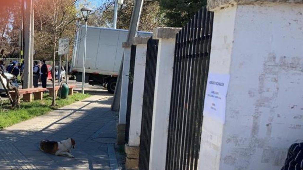 Carabineros detuvo a un sujeto que robó un camión y que terminó incrustado en un jardín infantil en la Región de O'Higgins