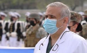 Doctor Ugarte sorprendió con desfile en la Parada Militar y desató diversas reacciones en redes sociales
