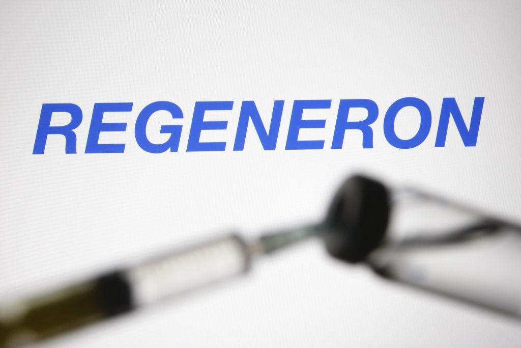 Imagen ilustrativa de una inyección con el fármaco Regeneron