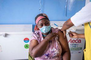 Menos del 4% de las personas en África están inmunizadas contra el Covid-19