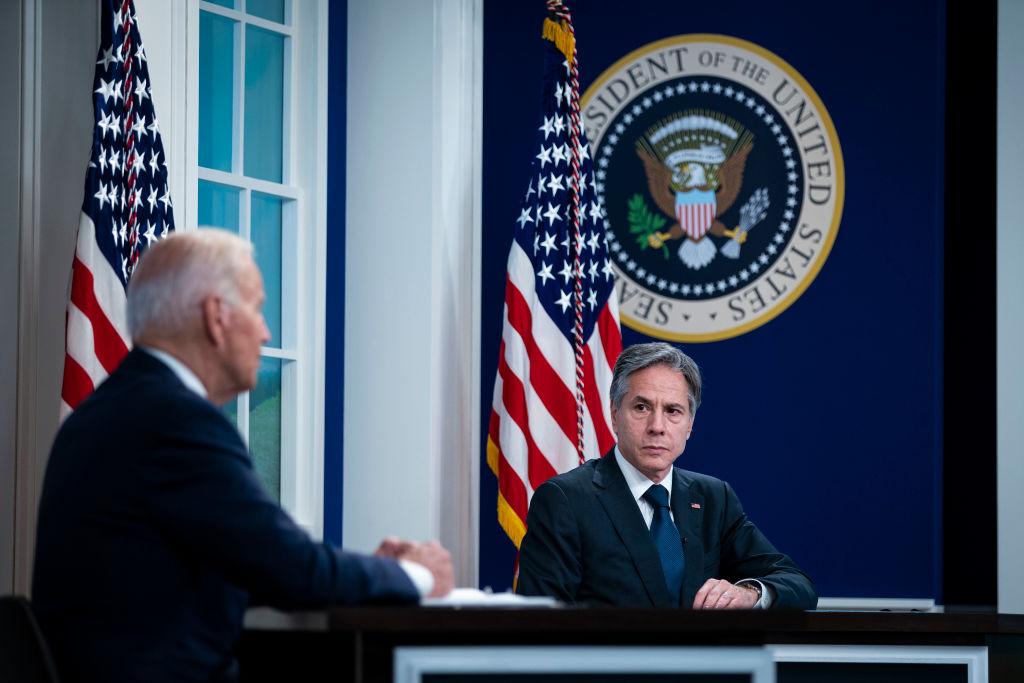 Joe Biden junto a Antony Blinken en una reunión en la Casa Blanca