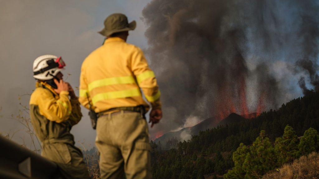 Erupción de volcán en La Palma en Canarias obligó la evacuación de cinco mil personas