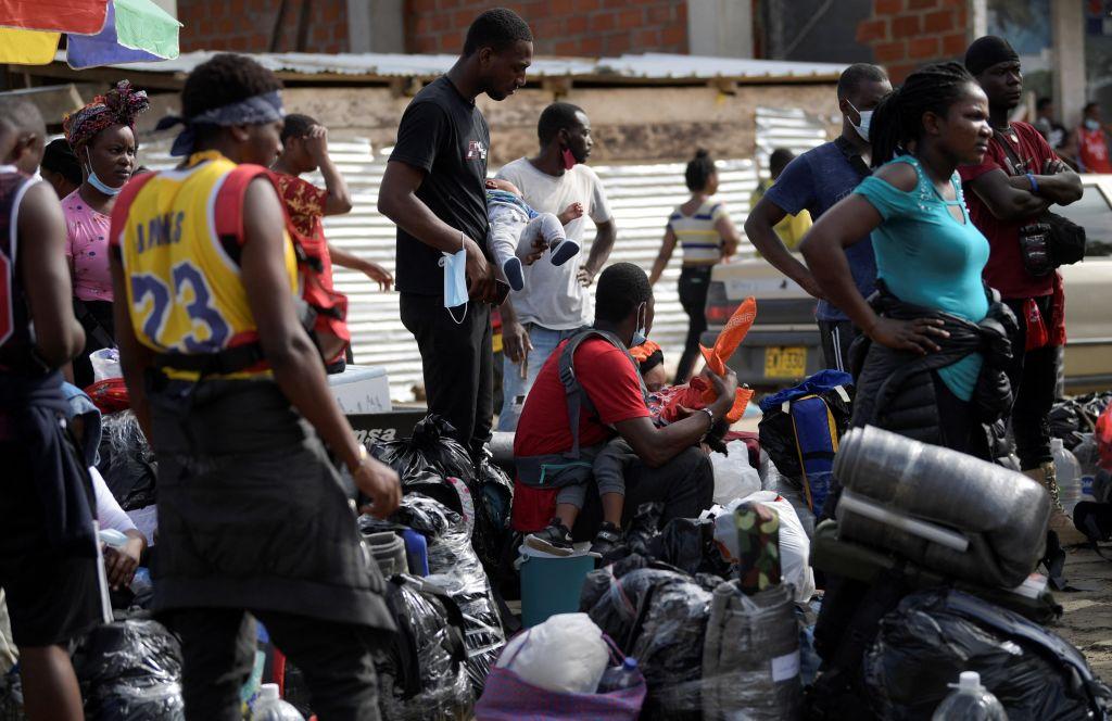 Migrantes haitianos esperan en Colombia para llegar a Panamá