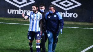 Baja para La Roja: Eugenio Mena estaría al menos tres semanas sin jugar según medios argentinos
