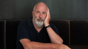 Director de la película romántica Notting Hill, Roger Michell murió a los 65 años