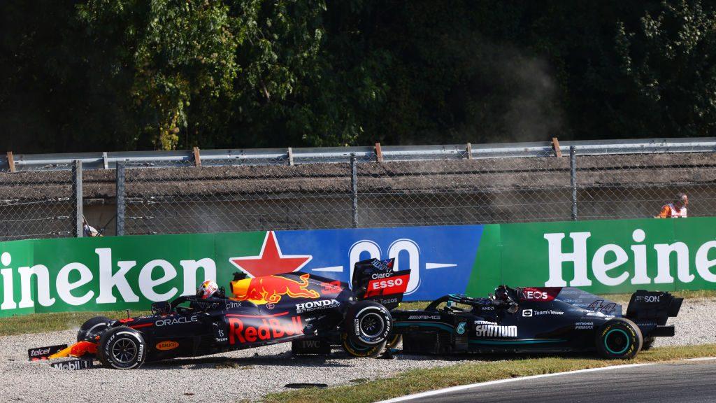 Fórmula 1: Max Verstappen y Lewis Hamilton quedaron fuera del Gran Premio de Italia tras chocar entre ambos