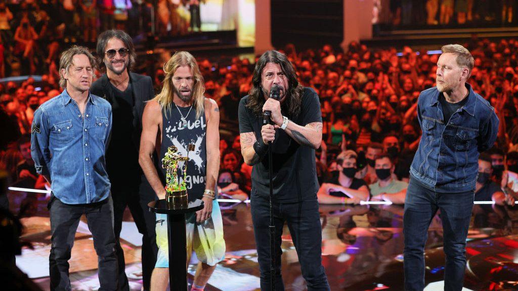 Foo Fighters sorprendieron en los MTV VMA y recibieron el primer Global Icon Award