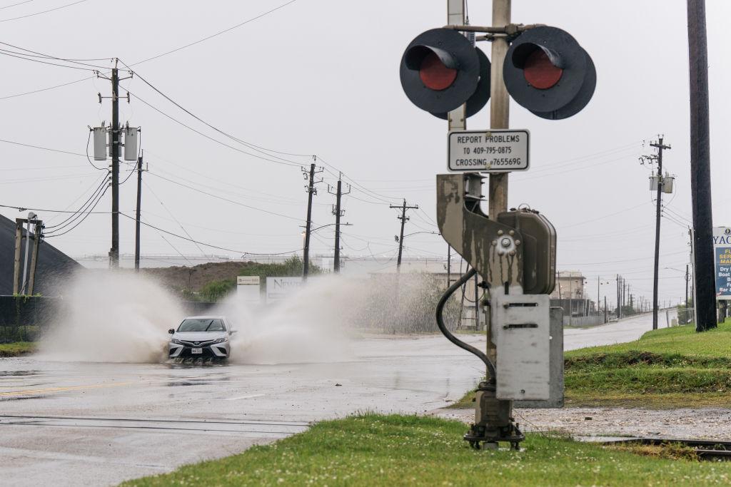Fuertes lluvias llegan antes del arribo del huracán Nicholas a Texas