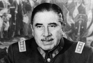 """Augusto Pinochet ya no es """"hijo ilustre"""" de la comuna de Castro"""