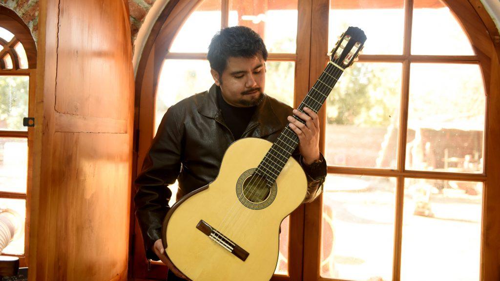 Gonzalo Arias, el guitarrista chileno que va al rescate de Darwin Vargas