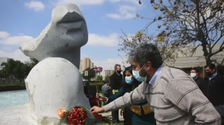 Inauguran el primer memorial para las víctimas de covid-19 en la Región Metropolitana
