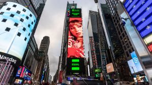 """""""Conmovida hasta los huesos"""": Princesa Alba apareció en Times Square de Nueva York"""