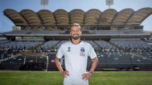 """Christian Santos fue presentado oficialmente en Colo Colo: """"Me gusta el juego rápido y marcar goles"""""""