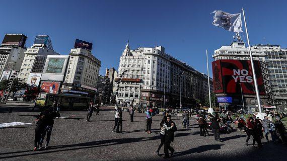 Argentina levantó la obligación de usar mascarillas al aire libre y permitirá ingreso de extranjeros de países vecinos desde el 1 de octubre