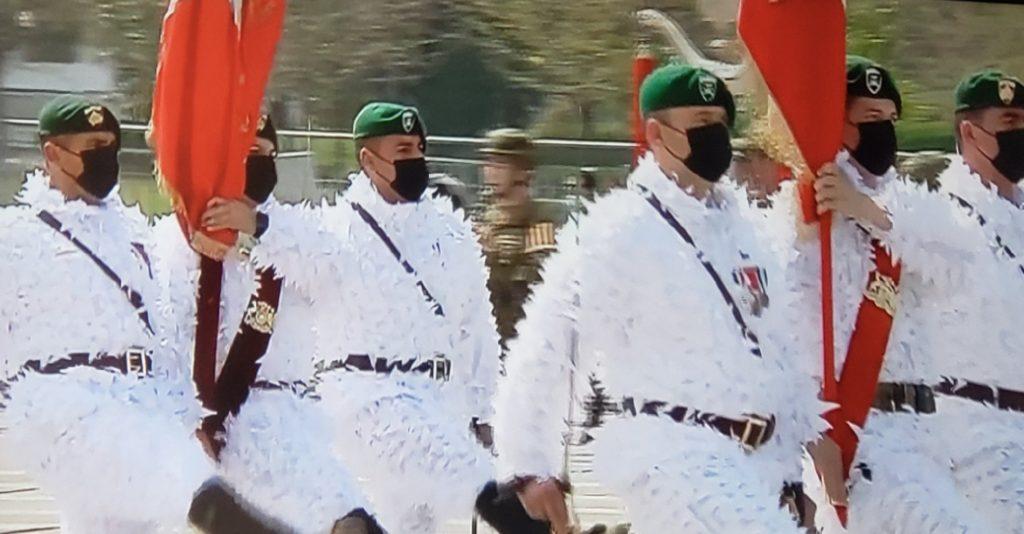 """""""Batallón Guru Guru"""": uniforme del Batallón de Montaña fue el más comentado de la Parada Militar 2021"""