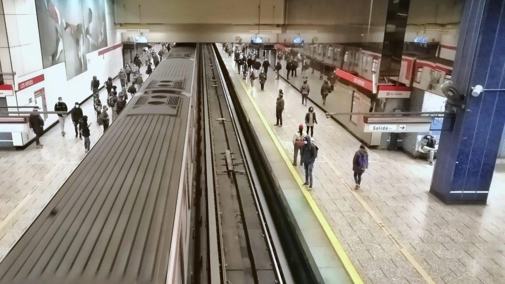"""Conadecus demandó al Metro de Santiago por """"expropiación encubierta"""" de fondos caducados de tarjetas Bip!"""