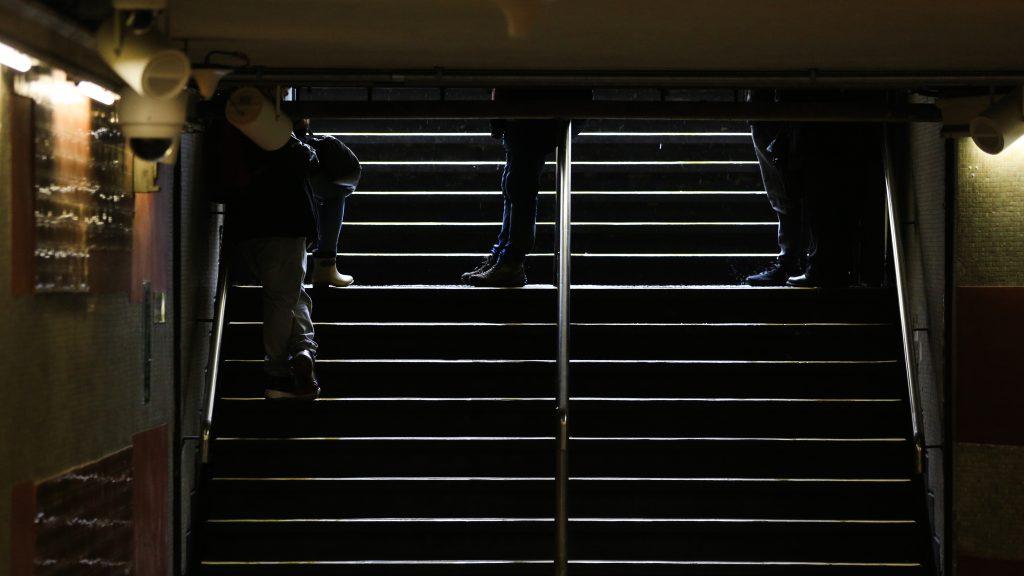 Al menos 14 estaciones del Metro de Santiago se encuentran cerradas y sin detención de trenes por manifestaciones del 18-O