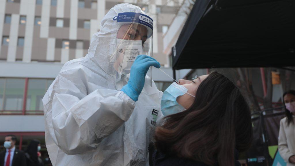 Minsal informó nuevamente más de 2 mil casos de covid-19: contagios activos llegaron a 9.570 las últimas horas