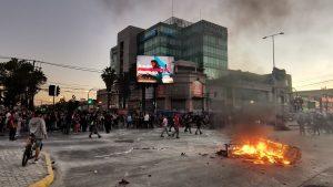 Maipú y Puente Alto concentran saqueos de encapuchados: Quemaron el registro civil de la comuna al sur de Santiago