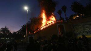 Cerro Santa Lucía: desconocidos intentaron quemarlo encendiendo fuego a las escaleras