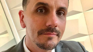 Rostros consternados: Querido director de Canal 13 está internado grave por covid-19