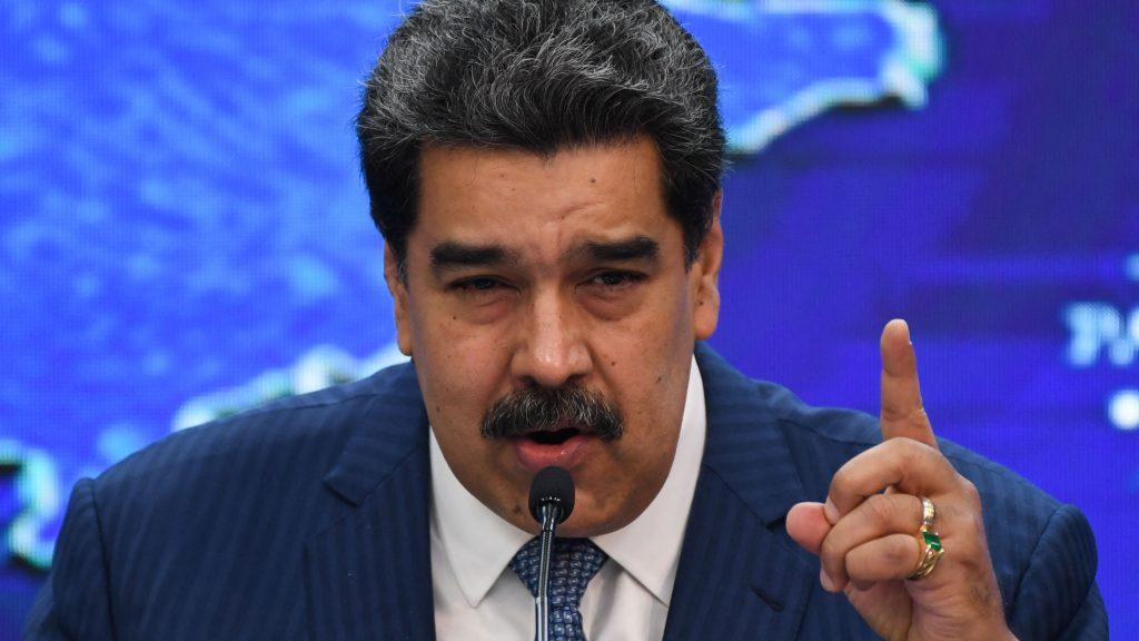 """Covid-19: Maduro llamó """"imbécil y neonazi"""" a Bolsonaro por vincular la vacuna con el VIH"""