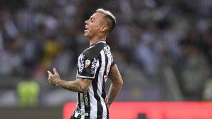 Eduardo Vargas aportó con tremenda asistencia a Diego Costa en la clasificación de Mineiro a la final de la Copa de Brasil