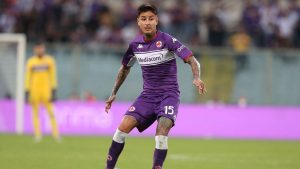Erick Pulgar participó en la derrota de Fiorentina ante Venezia