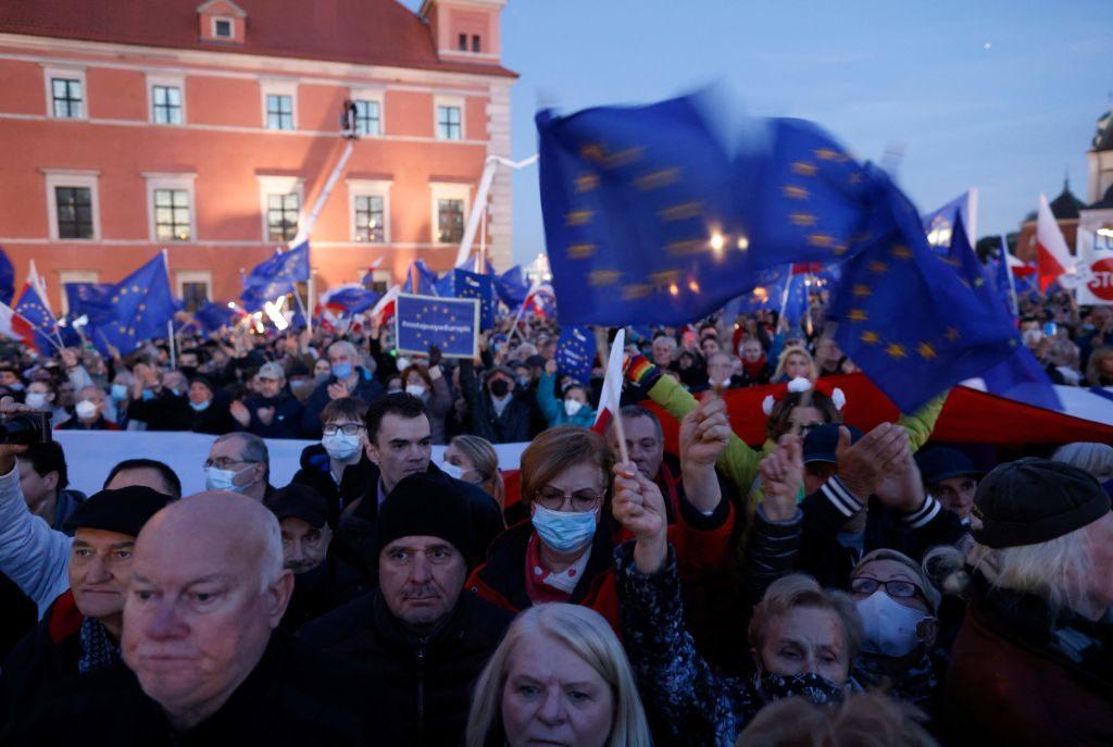Unión Europea multó con un millón de euros diarios a Polonia por vulnerar independencia judicial