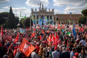 """Italia entonó la canción """"Bella Ciao"""": Roma tuvo una masiva marcha antifascista"""