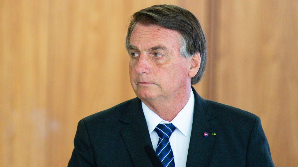 """Jair Bolsonaro tildó de """"payasada"""" el informe que busca procesar al mandatario por crímenes contra la humanidad durante la pandemia"""