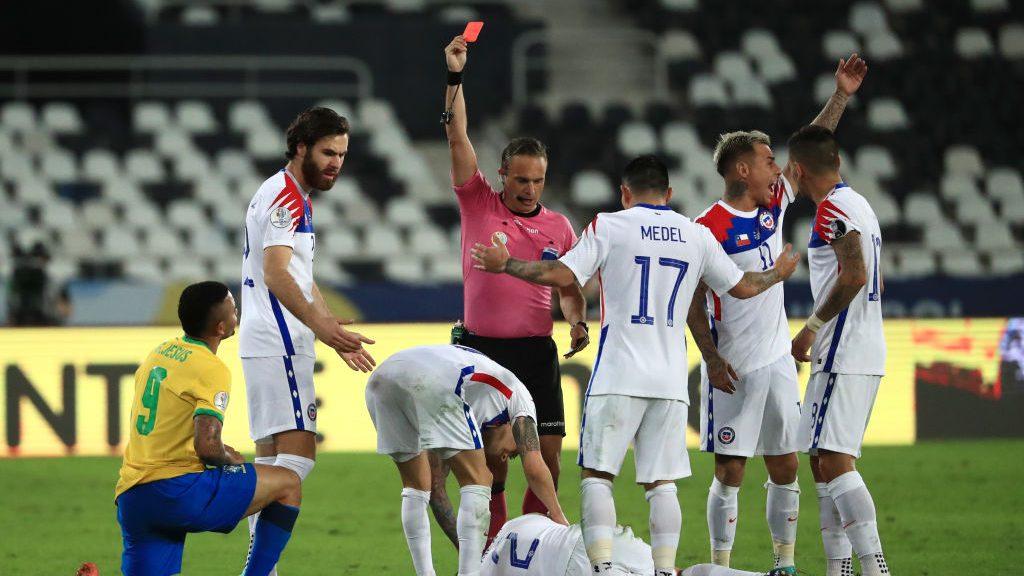 ¿Habrá reencuentro amistoso con Vidal? Patricio Loustau será el árbitro de Paraguay-Chile