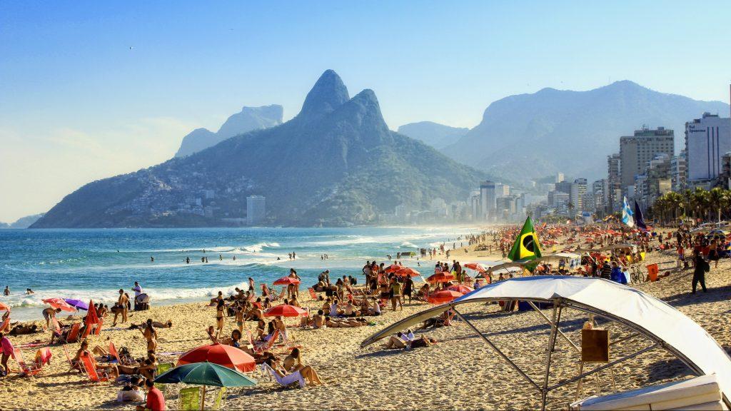 Brasil: Río de Janeiro dejó de exigir el uso de mascarillas al aire libre
