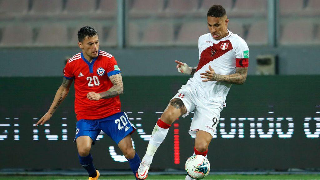 Charles Aránguiz tendría un desgarro que le impedirá jugar por Chile en noviembre