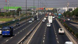 Accidente múltiple en Vespucio Norte dejó un furgón destruido y alta congestión en la autopista