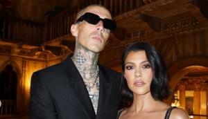 Kourtney Kardashian anunció su compromiso con Travis Barker con romántica postal