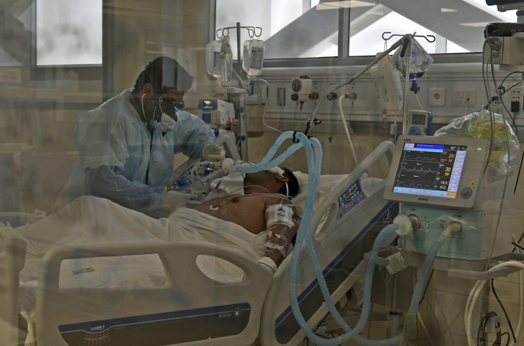 """Especialista advirtió sobre el covid-19: """"Hoy a las UCI están ingresando más pacientes que los que salen"""""""