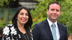 Denuncian a Karla Rubilar por uso de recursos públicos en campaña de su pareja